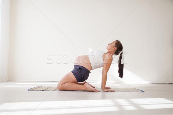 Mulher grávida comprometido ginástica ioga menina Foto stock © dmitriisimakov