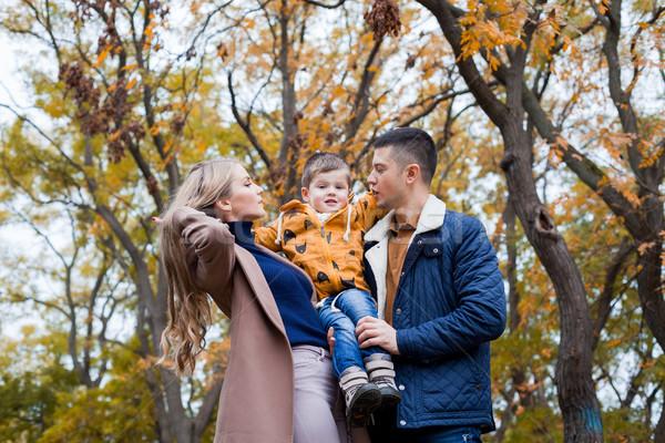 счастливая семья парка зима лес женщину любви Сток-фото © dmitriisimakov