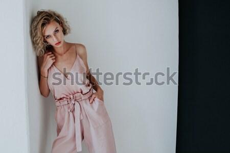 Meisje lingerie pyjama roze bruid poseren Stockfoto © dmitriisimakov