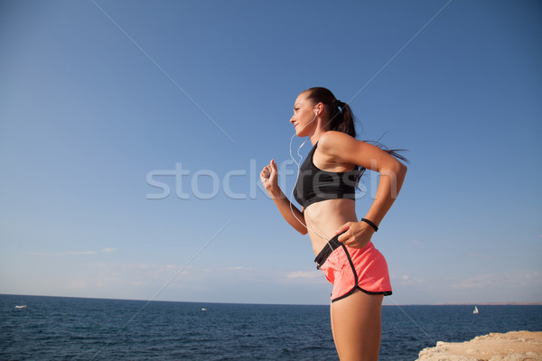 女性 実行 スポーツ ビーチ 音楽を聴く ヘッドホン ストックフォト © dmitriisimakov
