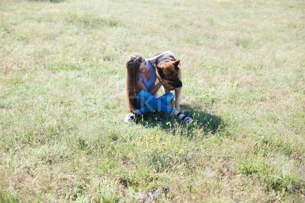 Vrouw hond herdershond opleiding mooie meisje Stockfoto © dmitriisimakov