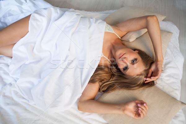 Stock fotó: Lány · fehérnemű · alszik · ágy · reggel · fehér
