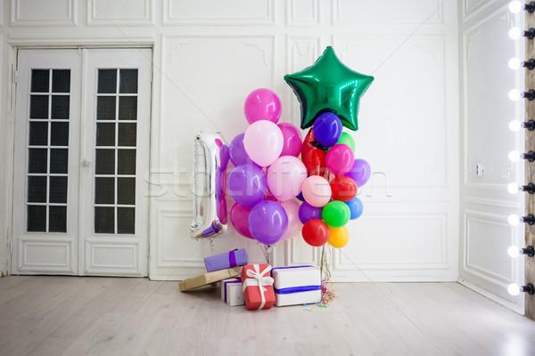 Balonlar farklı renkler hediyeler tatil oda Stok fotoğraf © dmitriisimakov