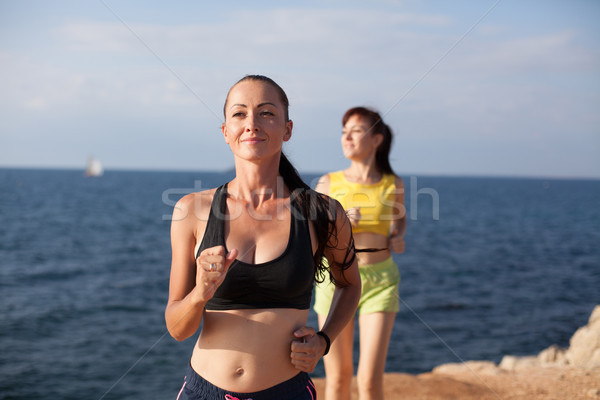 женщину спортивных утра закон пляж спорт Сток-фото © dmitriisimakov