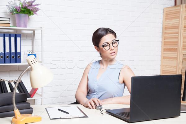 üzlet lány szemüveg iroda számítógép mappa Stock fotó © dmitriisimakov