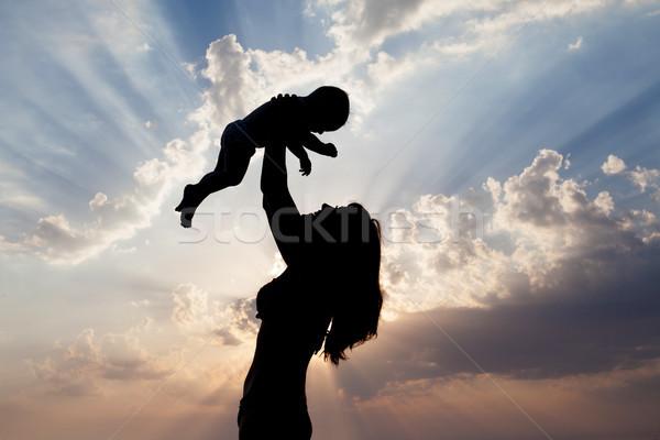Mamá nino silueta puesta de sol mujer amor Foto stock © dmitriisimakov