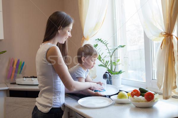 Cucina mamma figlio lavare frutti verdura Foto d'archivio © dmitriisimakov