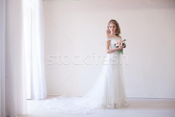 Oblubienicy suknia ślubna bukiet kwiaty ręce Zdjęcia stock © dmitriisimakov