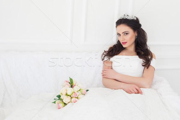 Bruid trouwjurk vergadering sofa witte Stockfoto © dmitriisimakov