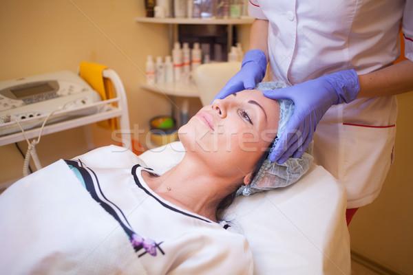 Médico rostro de mujer masaje spa cara feliz Foto stock © dmitriisimakov