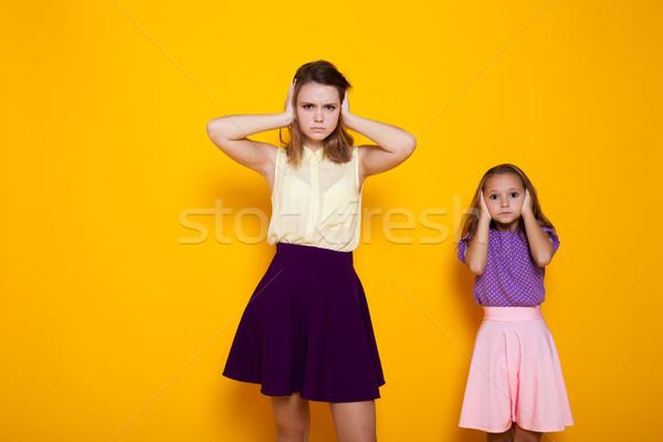 Deux filles étroite oreilles bruit fille Photo stock © dmitriisimakov
