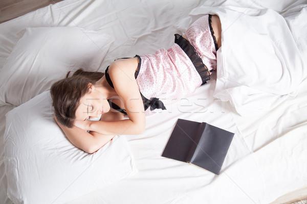 Meisje pyjama bed boek kind licht Stockfoto © dmitriisimakov