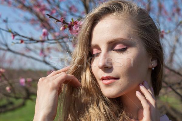 Portré gyönyörű szőke nő lány csukott szemmel szexi Stock fotó © dmitriisimakov