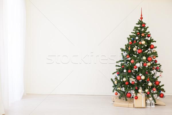 Foto d'archivio: Albero · di · natale · rosso · regali · bianco · stanza · Natale