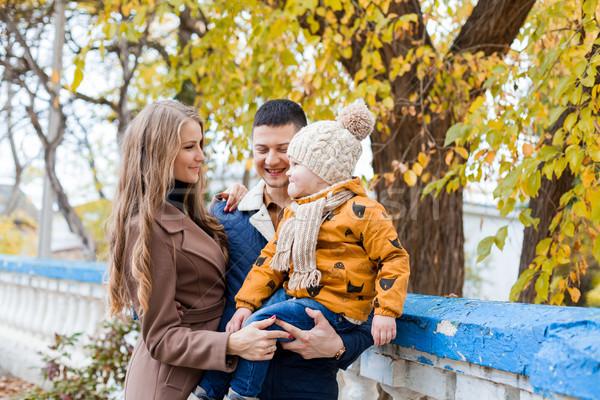 Stock fotó: Család · fiú · sétál · ősz · park · boldogság