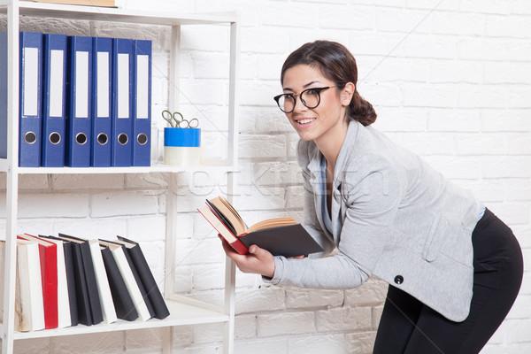 üzlet lány számítógép iroda papír mappák Stock fotó © dmitriisimakov