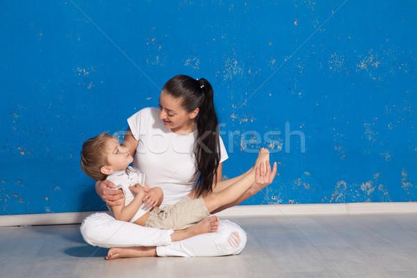 ママ 手 再生 抱擁 少女 ストックフォト © dmitriisimakov