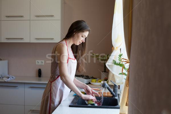 Stockfoto: Meisje · huisvrouw · vuile · gerechten · keuken · vrouw
