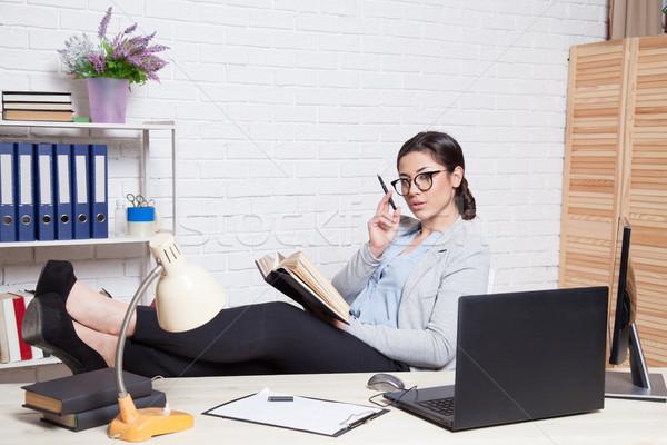 бизнеса девушки компьютер служба лице ноутбука Сток-фото © dmitriisimakov