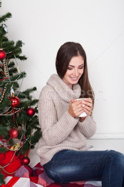 Stok fotoğraf: Kız · içme · kahve · noel · ağacı · yılbaşı · çay