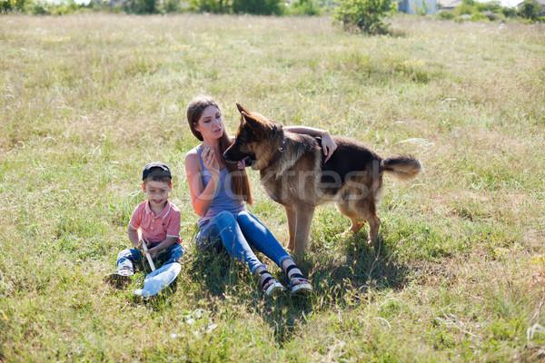 мамы сын играет собака овчарка подготовки Сток-фото © dmitriisimakov