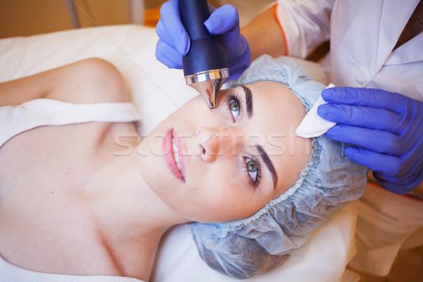 Spa mujer cara equipos médicos mano cuerpo Foto stock © dmitriisimakov