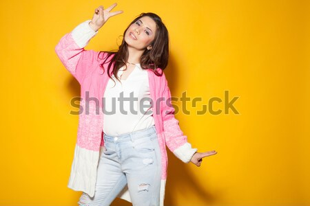 Nina rosa chaqueta dos dedos amarillo Foto stock © dmitriisimakov