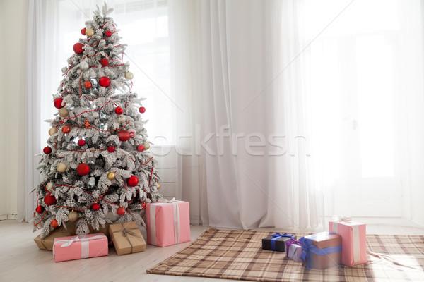 Noel dekorasyon noel ağacı hediyeler beyaz ev Stok fotoğraf © dmitriisimakov