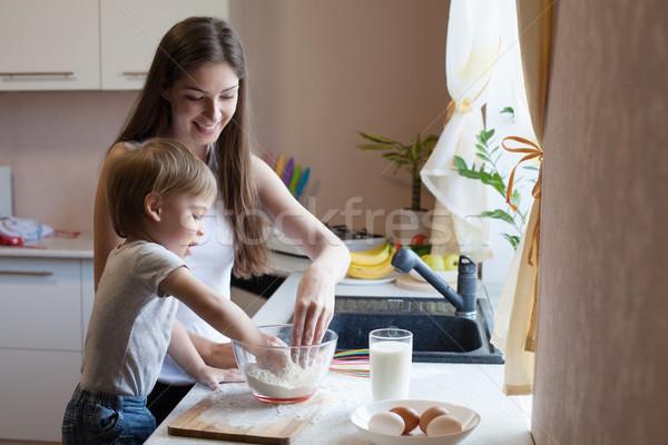 Moeder zoon taart meel meisje baby Stockfoto © dmitriisimakov