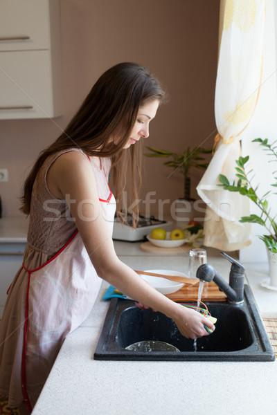Kız ev kadını kirli bulaşık mutfak el Stok fotoğraf © dmitriisimakov