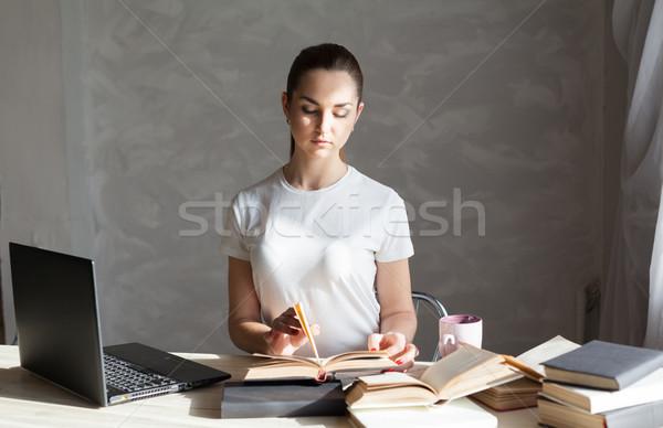 Foto stock: Menina · exame · leitura · livro · computador · mulher