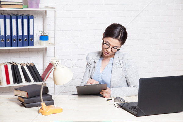 бизнеса девушки компьютер служба бумаги Сток-фото © dmitriisimakov