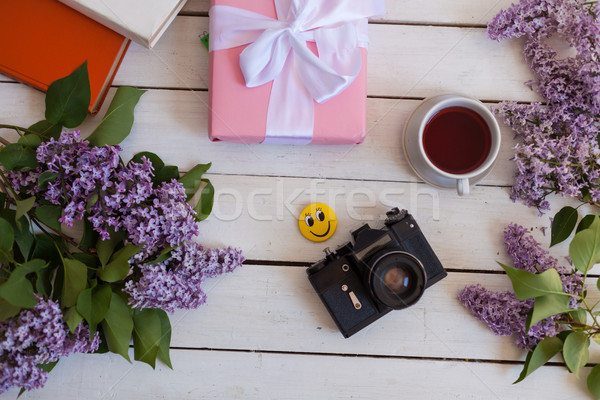 Blanche table cadeau portable tasse Photo stock © dmitriisimakov