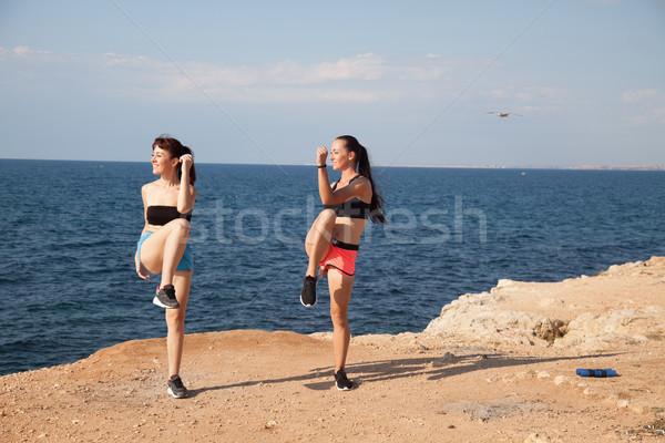 Fitness instructeur vrouw spelen sport strand Stockfoto © dmitriisimakov