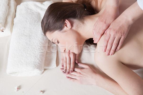 Hermosa niña masaje spa mentiras mesa cuerpo Foto stock © dmitriisimakov