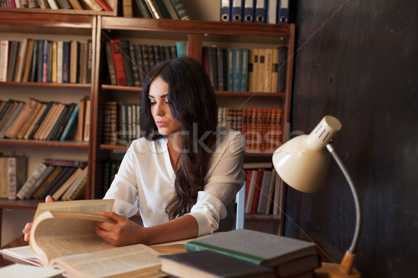 девушки экзамен чтение книга библиотека красивая девушка Сток-фото © dmitriisimakov