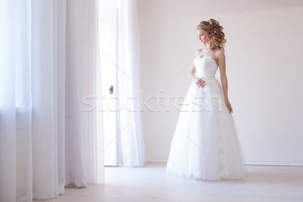 Сток-фото: невеста · белое · платье · свадьба · улыбка · вечеринка · любви