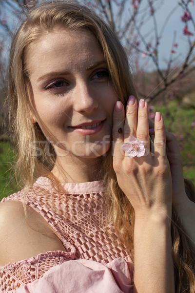 блондинка девушки стороны Ladybug насекомое женщину Сток-фото © dmitriisimakov