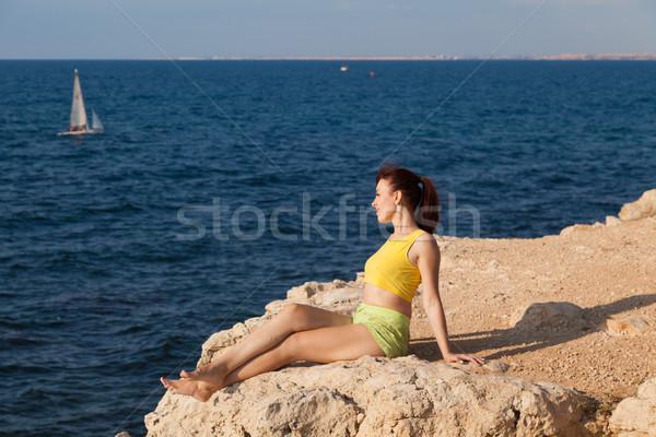 少女 崖 見える 海 瞑想 太陽 ストックフォト © dmitriisimakov