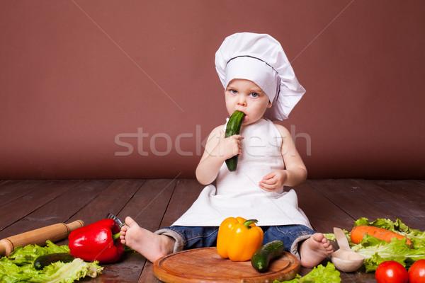Pequeno menino cozinhar cenouras pimentas tomates Foto stock © dmitriisimakov
