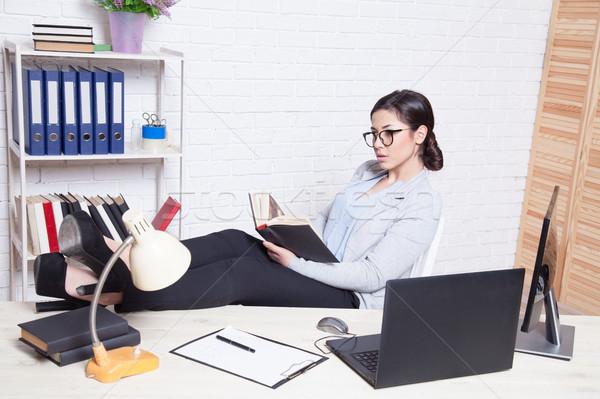 Mujer de negocios oficina ordenador nuevos mujer feliz Foto stock © dmitriisimakov