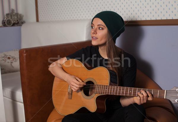 женщину играет гитаре пения музыку Сток-фото © dmitroza