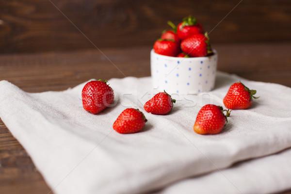 Delicioso morangos tigela doce maduro branco Foto stock © dmitroza