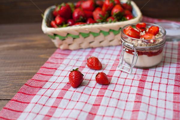 Taze çilek masa örtüsü sepet krem yulaf Stok fotoğraf © dmitroza