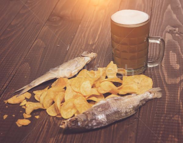 Twee chips bier knapperig houten tafel Stockfoto © dmitroza