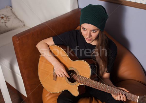 Donna giocare chitarra cantare musica Foto d'archivio © dmitroza