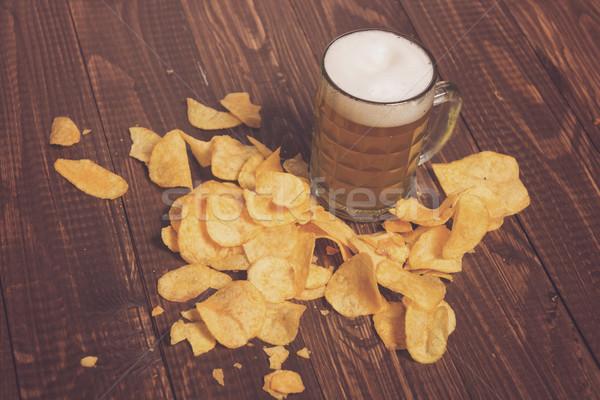 Bier knapperig chips houten tafel voedsel glas Stockfoto © dmitroza