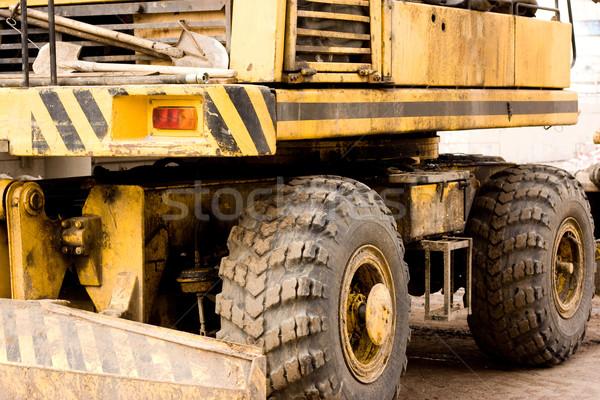 Amarelo escavadora grande roda grande sujo Foto stock © dmitroza