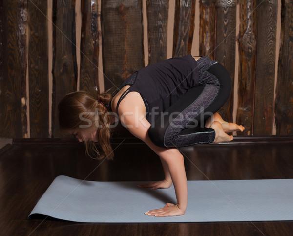 Mujer grúa plantean jóvenes belleza ejercicio Foto stock © dmitroza