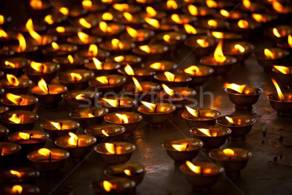 Brandend kaarsen tempel complex Stockfoto © dmitry_rukhlenko